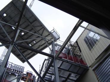 Ossature support de silos à l'intérieur d'un bâtiment existant